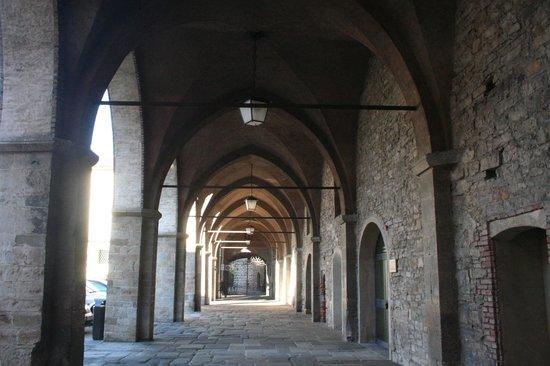 Cittadella di Bergamo:                   ingresso dalla Torre di Adalberto
