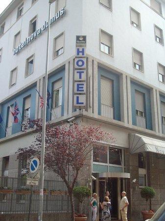 كواليتي هوتل نوفا دوموس: fronte Hotel