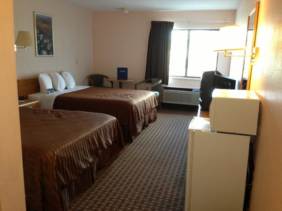 Lake Havasu Travelodge:                   2 Queen Room, 2nd floor
