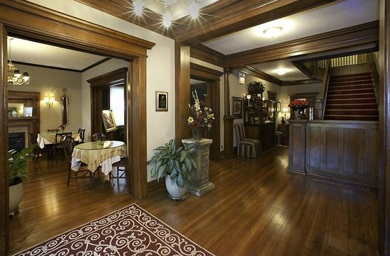 Fleur-de-Lys Mansion: Inside foyer and Parkside Dining room