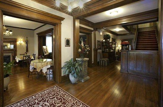 Fleur-De-Lys Mansion: Inside foyer and Parkside Dining room