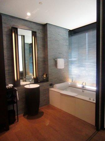 The PuLi Hotel and Spa:                   La zona bagno del The Puli Hotel & Spa