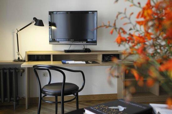 Neiburgs Hotel: Work desk in every room