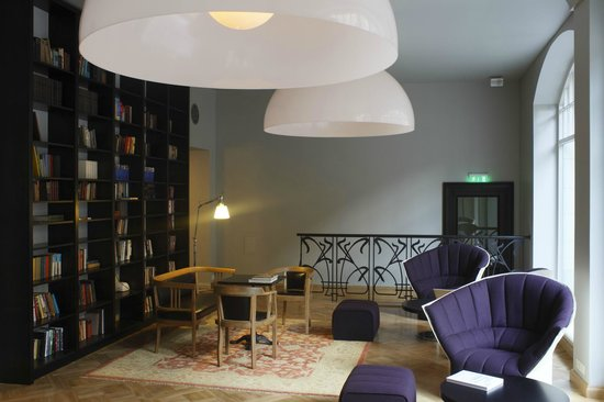Neiburgs Hotel: Library and hall
