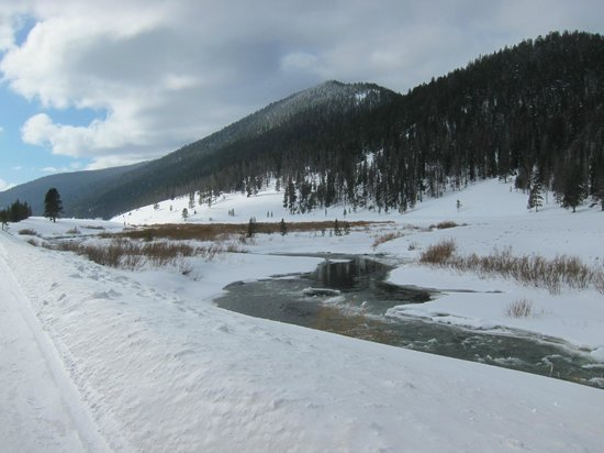 320 Guest Ranch:                   Hwy follows the Gallatin River