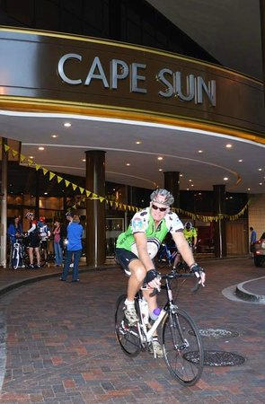 Southern Sun Cape Sun: Cape Argus cycle tour - cyclist leave the Hotel