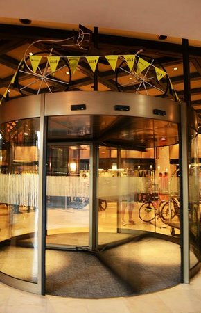 Southern Sun Cape Sun: Cape Aurgus Cycle Tour - revolving door