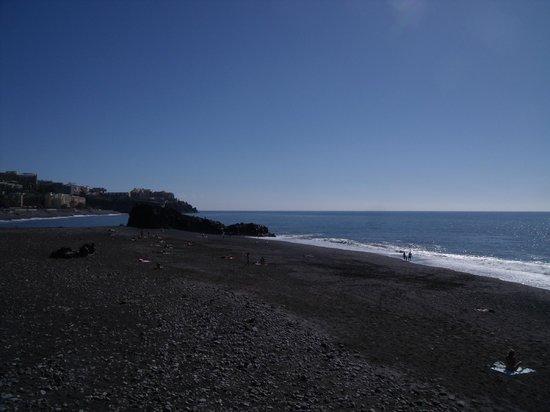Hotel Escola:                                     plage à 5 min de marche (le tmp de descendre la graaande pen