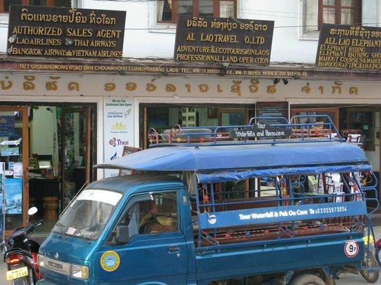 Luang Prabang Bakery Guesthouse: vie en bas de la rue