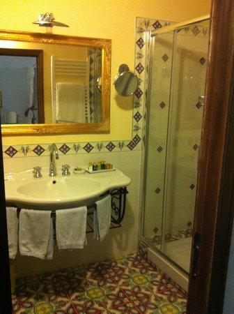 Locanda del Molino:                   bagno della camera