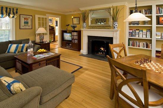 كاريدج هاوس إن: Guest Living Room