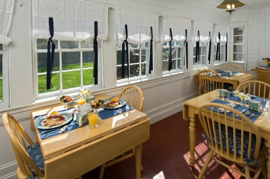 Carriage House Inn: The Sun Porch