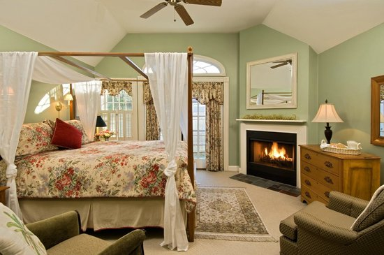 Carriage House Inn: Room 5