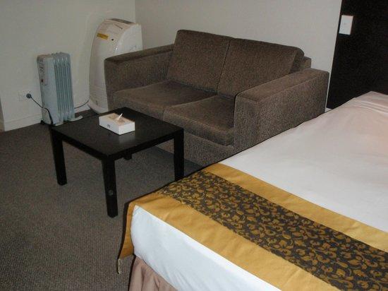 Auckland City Hotel-Hobson St: salon de la chambre