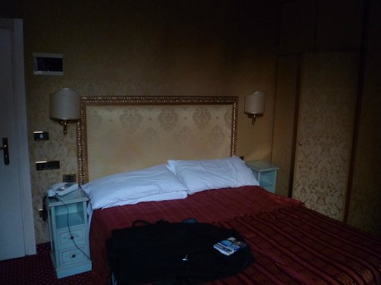 Hotel Castello:                                     large comfortable bed