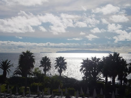 Four Views Oasis:                   sea view