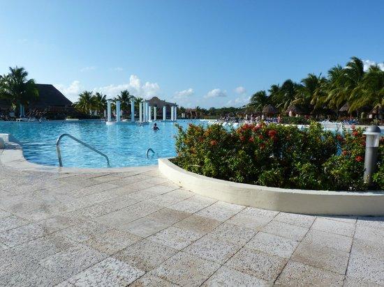 TRS Yucatan by Palladium:                                     Piscine riviera