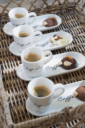 Bom's Coffee Photo