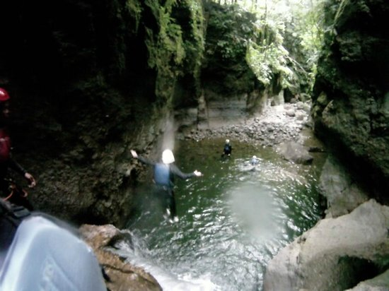 Extreme Dominica Canyoning:                   jumps!