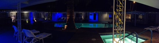 Palm Springs Rendezvous: Pool/courtyard at night