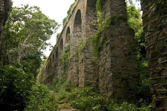 Pousada Ouro Verde: Aqueduct