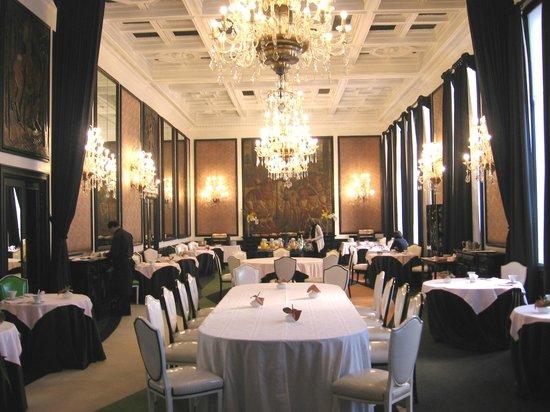 Hotel Infante Sagres: Salle de petit déjeuner