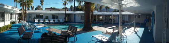 Palm Springs Rendezvous: Lovely pool and hot tub