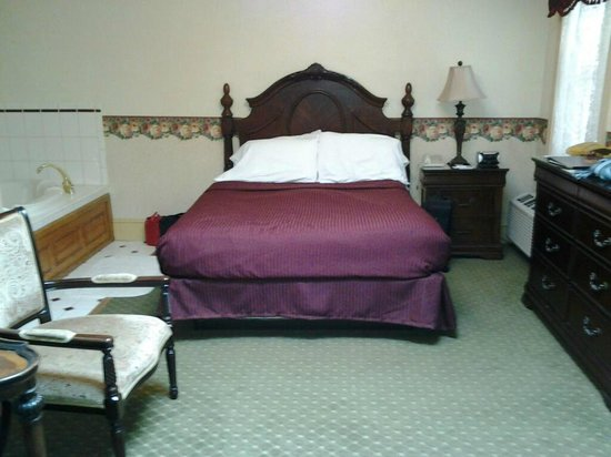 Inn at Jim Thorpe:                   Queen Bed