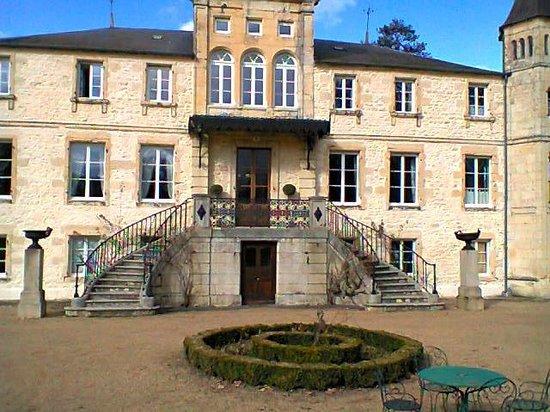 Chateau du Four de Vaux :                   Facade