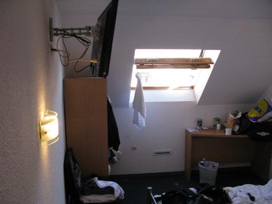Hôtel balladins Colmar :                   Små rum man kan inte kalla det hotellrum