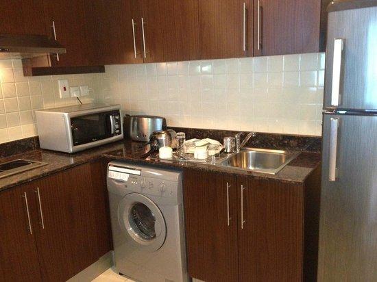 Abidos Hotel Apartment - Al Barsha:                   Кухня -  есть практически все, посуду мыли каждый день!