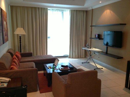 Abidos Hotel Apartment - Al Barsha:                   Холл номера -  гладильная доска с утюгом