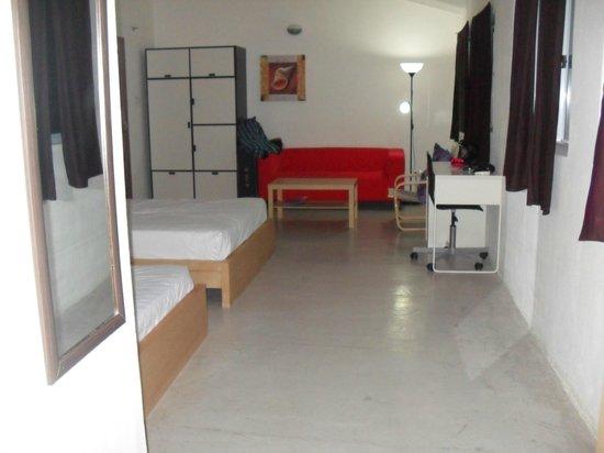 The Ritz Village Hotel:                   habitacion