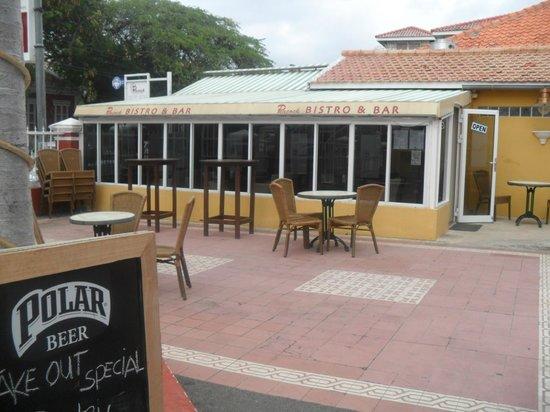 The Ritz Village Hotel:                   restaurante