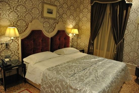 Hotel Moresco:                   very comfy bed