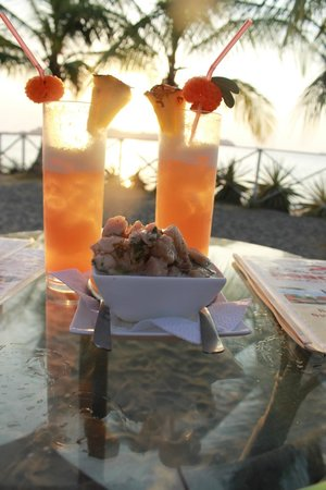 "El Coconut Beach Club:                   Happy hour & ""improved"" ceviche!"