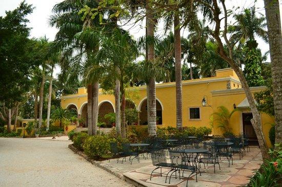 Hacienda Chichen:                   Main reception and restaurant area