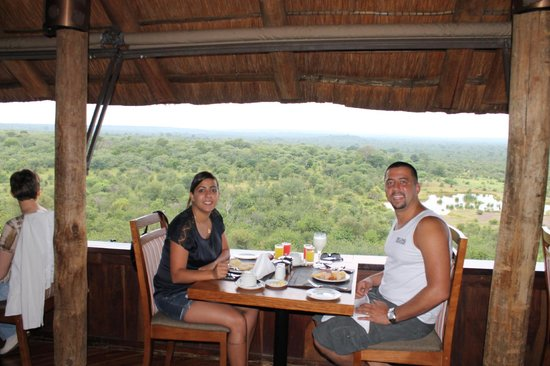 Victoria Falls Safari Lodge: Restaurante com vista para a savana!