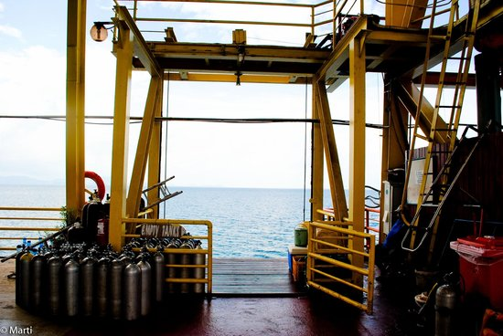Seaventures Dive Rig:                   Lift to the sea
