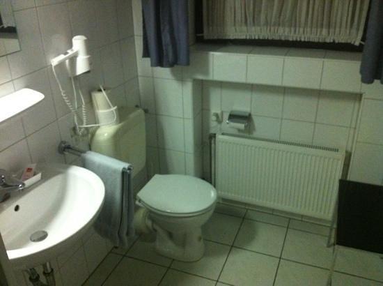 Hotel Garni Haus Schonberger : bad