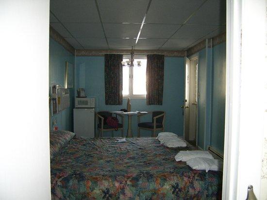 Beau Rivage Motel :                                     Notre chambre.