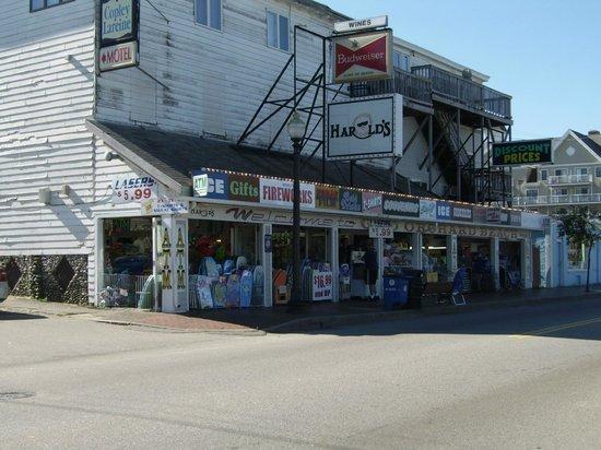 Beau Rivage Motel:                                     Quelques boutiques parmis tant d'autres.