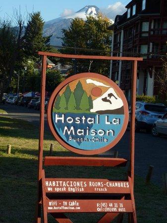 Hostal La Maison:                   vor dem Hostal - direkter Blick auf den Vulkan Villarica