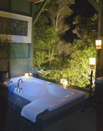 Wairua Lodge - The Hidden River Valley: Treetop Bath house