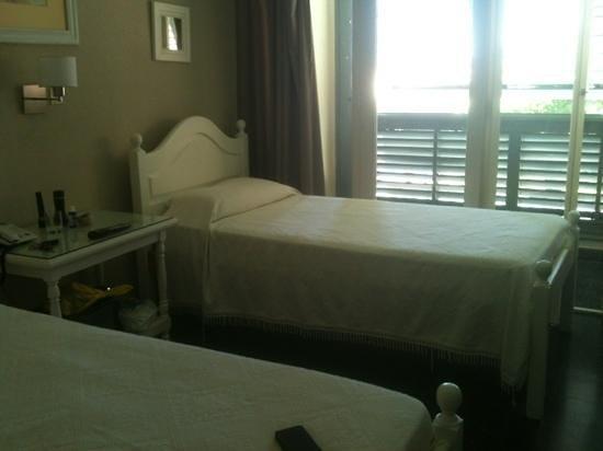 Gran Hotel de Turismo:                   hab 2 camas, Standard