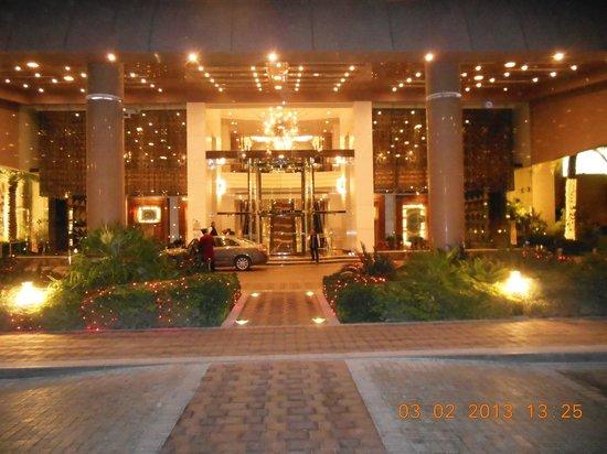 Gulf Hotel Bahrain:                   Entrance at Night