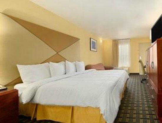 Days Inn Brunswick/St. Simons Area: King Bed Room