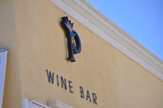 ذا بافيليون هوتل:                   Wine bar adjacent to courtyard/front entrance                 