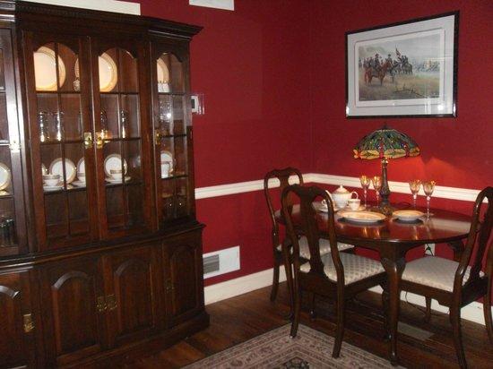 تيلي بيرسي هاوس إن:                   Dining room                 