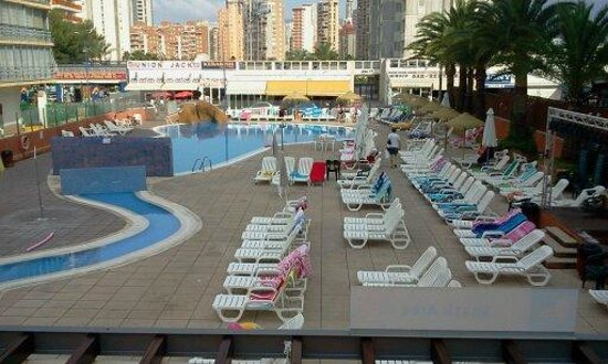 MedPlaya Hotel Regente:                                                       Lower sun bathing area